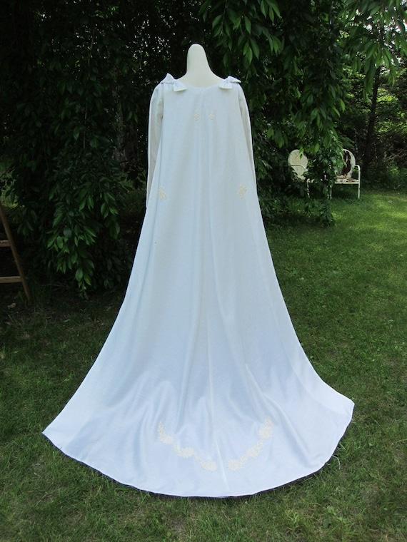 1960s Mod Retro White Wedding Dress Gown