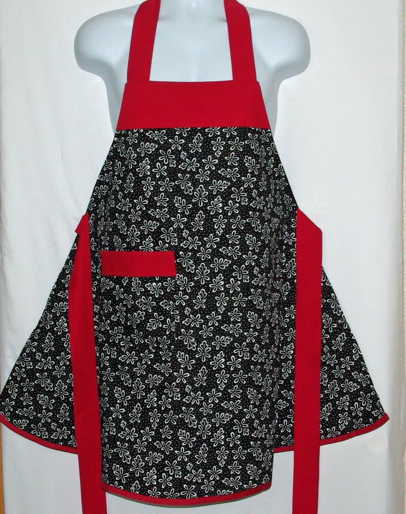 Ships TODAY Pretty Feminine AGFT 631 Custom Birthday Mother Day Gift Black Red Apron Personalize With Name Mom WIfe Grandma Sister