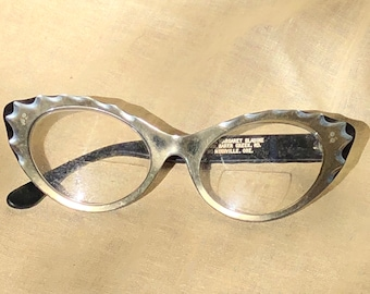 3f8afaaa028 Vintage black and white cat eye eyeglasses - fixer uppers - needs new arms