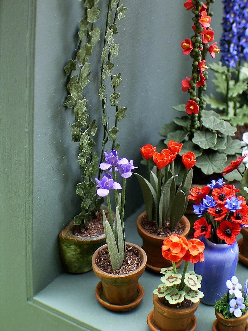Jardín 1:12 escala 30 flores de color púrpura Casa De Muñecas Miniaturas Flores