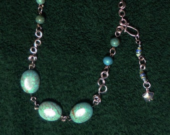 A046 Blue beads on wire and chain necklace
