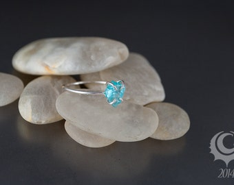 Rustic claw ring, natural rough gemstone, aqua, blue apatite skinny ring, sterling silver stacking ring