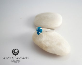 Rough gemstone ring - sterling silver ring - deep blue apatite - alternative engagement ring - claw setting