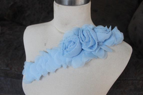 Jolie applique perlée avec mousseline de soie fleurs pièces