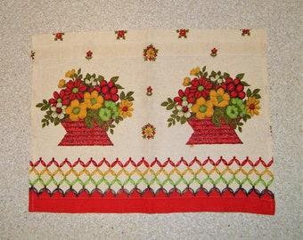 Vintage 60s 70s Daisy Flower Power Floral Graphic Mid Century Linen Kitchen Curtain Curtains Valance 1960s 1970s Decor Textile Pop Art Red