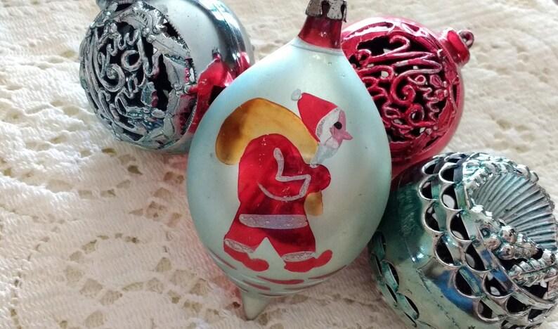 Lot Of 4 Vintage Christmas Ornaments 3 Bradford Plastic Filigree Globes 1 Hand Painted Tear Drop