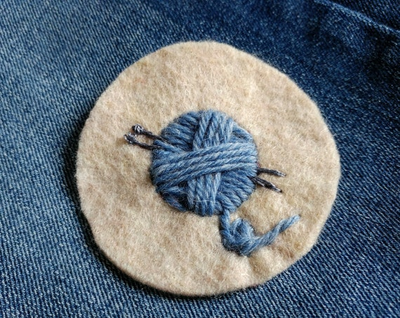 Knitting patch // blue yarn ball // hand-embroidered