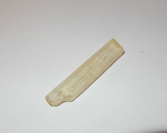 Scapolite - yellow raw