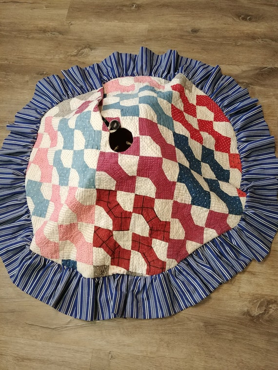 Christmas tree skirt from quilt top with ruffle