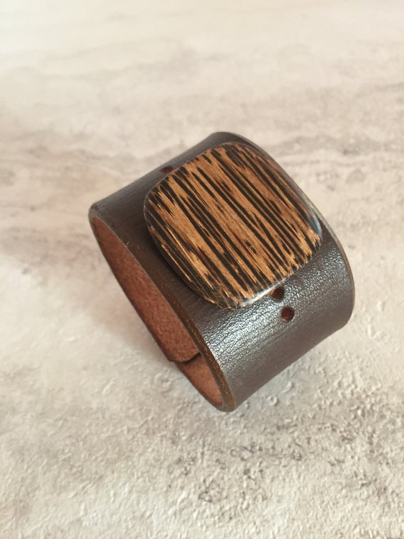 Women's Brown Leather Cuff with Striped Wood Charm (Size 6.5 inches)