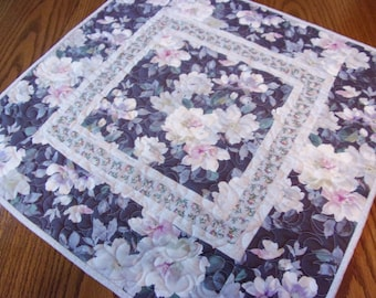Quilted Table Topper, Quilted Table Runner, Handmade, Square Topper, Floral Table Topper, Shabby Chic, Dinning Table Decor, Cottage Chic