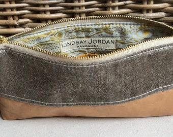 Dark GRAY LINEN & natural/tan colored sheepskin LEATHER wristlet pouch: pumpkin-color pockets   gold light blue sardine lining