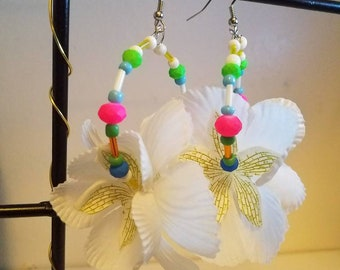 "Colorful White flower small hoops ""Kelly"""