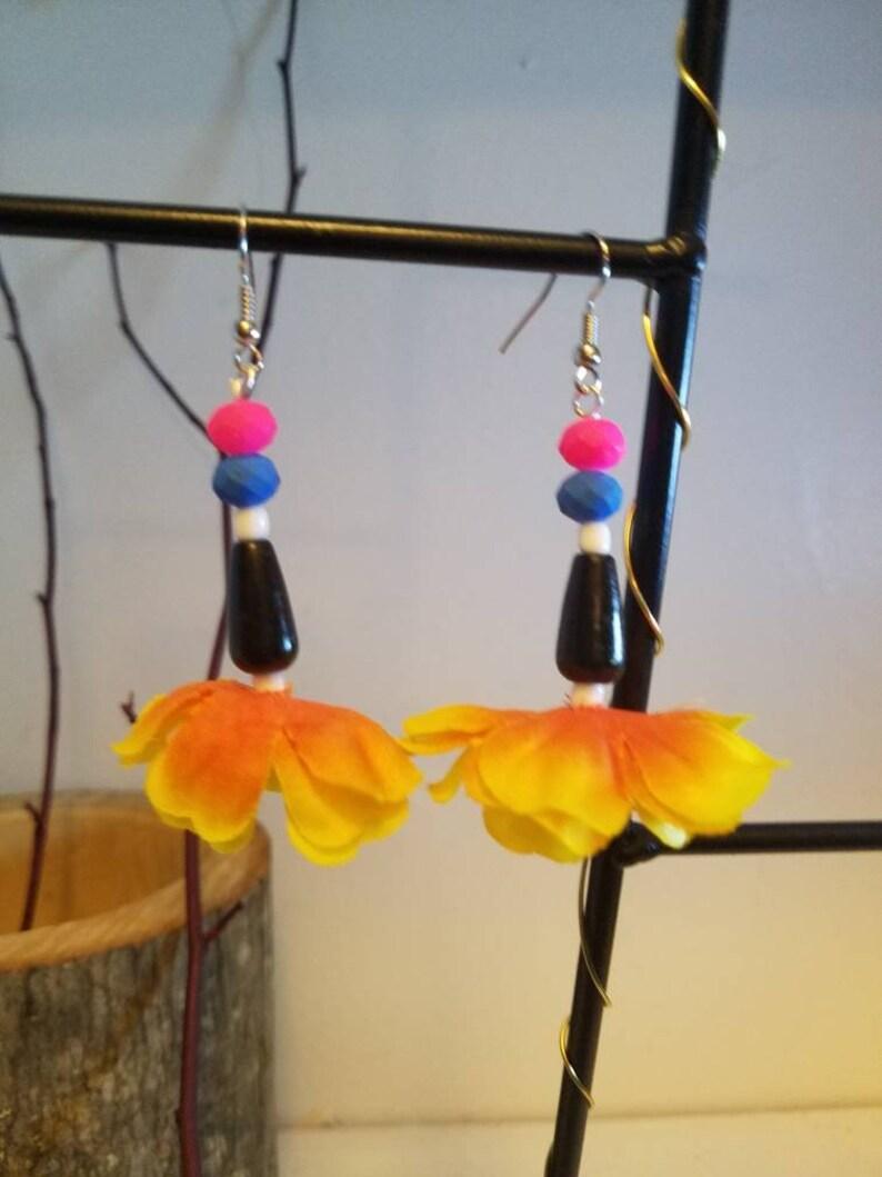 Tear drop sunny black and neon flowe earrings Suzy image 0