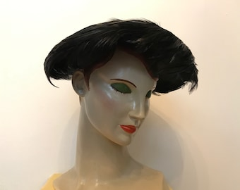 Vintage 1950s feather saucer hat - very 'New Look'