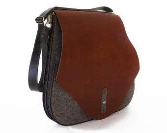 26ed667d4bf5 Tan Saddle bag - Felt and leather messenger - Equestrian
