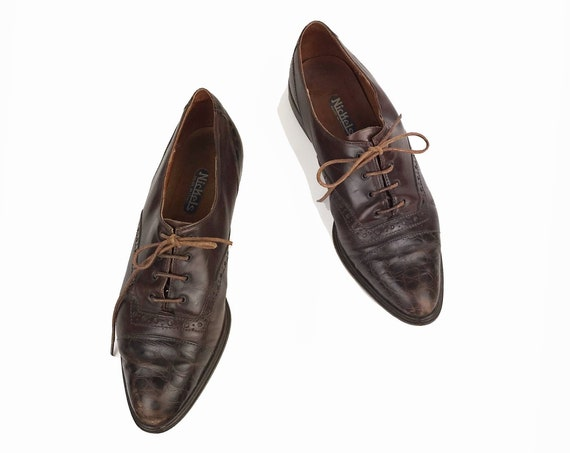 Vintage 90s Italian Leather Oxfords / Women's Lace Up Brogues / Brown Textured Leather / Pointed Cap Toe Shoes - women's 7.5