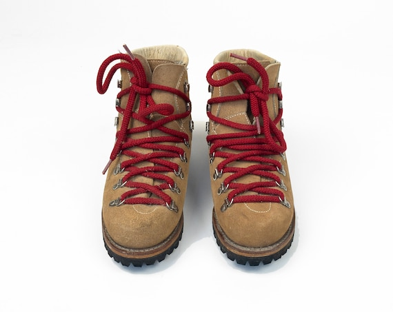 vintage waffle stompers | leather hiking boots with red laces