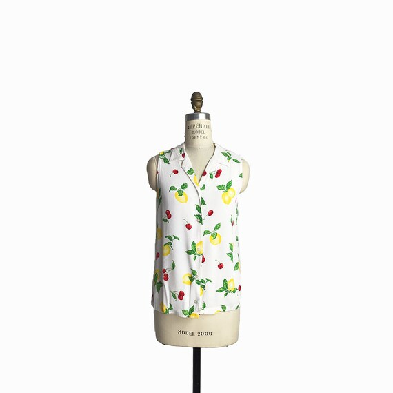 Vintage 90s Sleeveless White Top with Lemons and Cherries / White Crepe Blouse / Fruit Print Top - women's xs