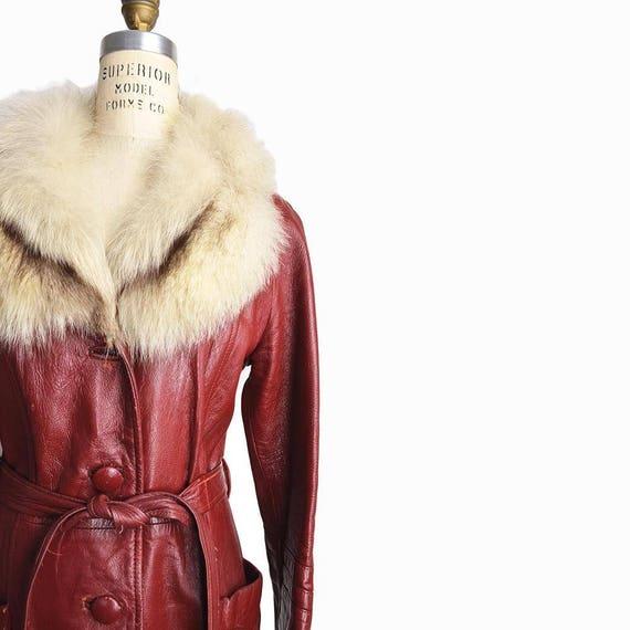 Vintage 70s Fur Collar Leather Coat / Burgundy Leather Coat / Long Leather Jacket - women's medium