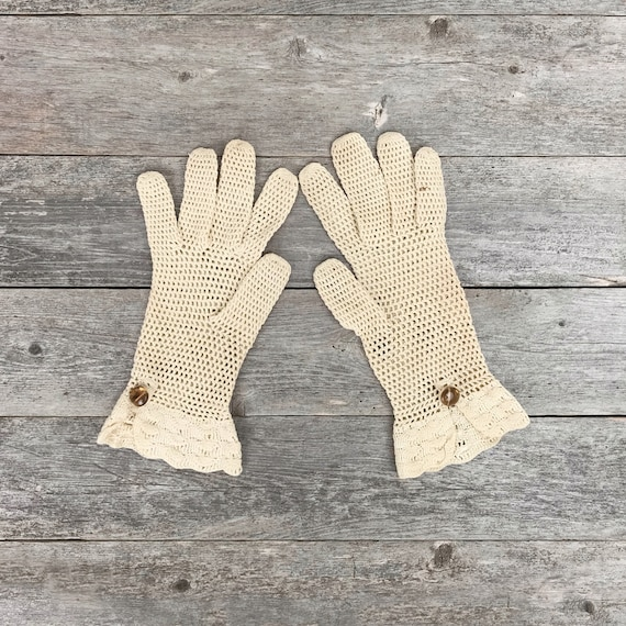vintage 1960s lace gloves | dainty gloves
