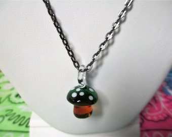 Green Mushroom Glass Glow in the Dark Lampwork Pendant Choker Necklace Pink Aluminum 17 Inch Ball Chain