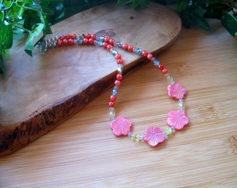 Pink Mother of Pearl Flowers and Glass Beaded Necklace, Carved MOP Flower Beads, Gemstone Beaded Necklace, Artisan Jewelry, MOP, Pewter
