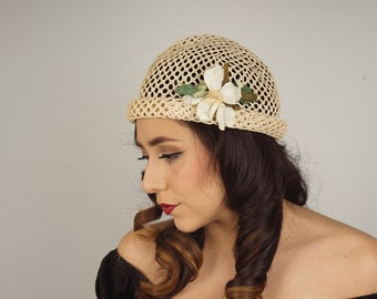 fd61494bc8901 Natural Straw Cloche with Flower Woven Raffia Open Weave Summer Wedding  Garden Party Gatsby Narrow Brim Hat 90s vintage