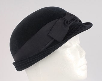 7b368663dba Mr. John Deb-Teen black velvet cloche hat with bow XS ladies 60s vintage  wool felt derby bowler hat