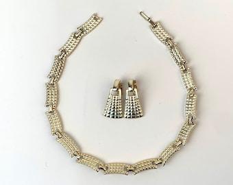 Shiny Gold Link Jewelry Set choker necklace bracelet and screw post Earrings 60s Vintage elegant minimalist Costume Jewelry