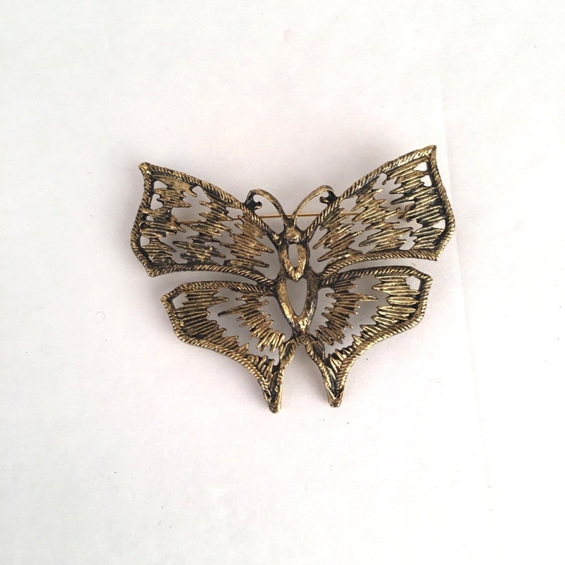 011e119291791 Large Vintage Butterfly Brooch 80s Vintage Antiqued Gold Tone Animal Insect  Moth Filigree Pin