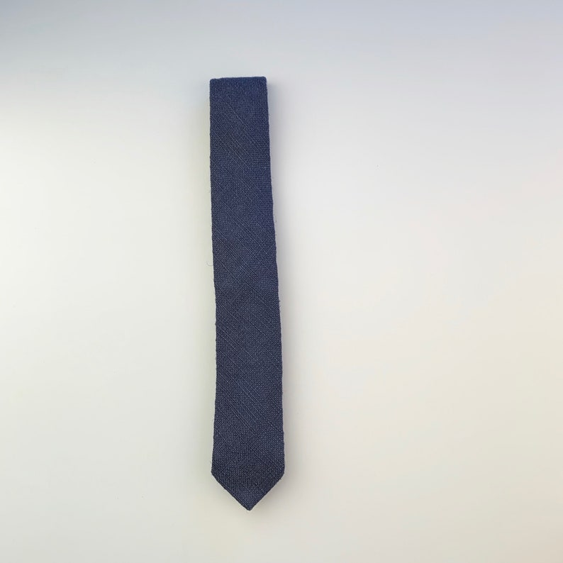 narrow solid blue knit neck tie John Henry 2 inch 80s vintage necktie
