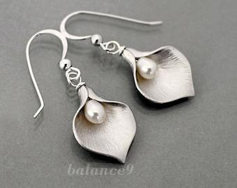 Calla Lily earrings, flower earrings jewelry gift, Sterling silver ear wire, pearl drop dangle, by balance9