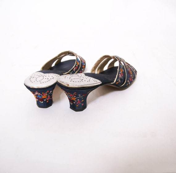 1930s Embroidered Silk Shoes - image 4
