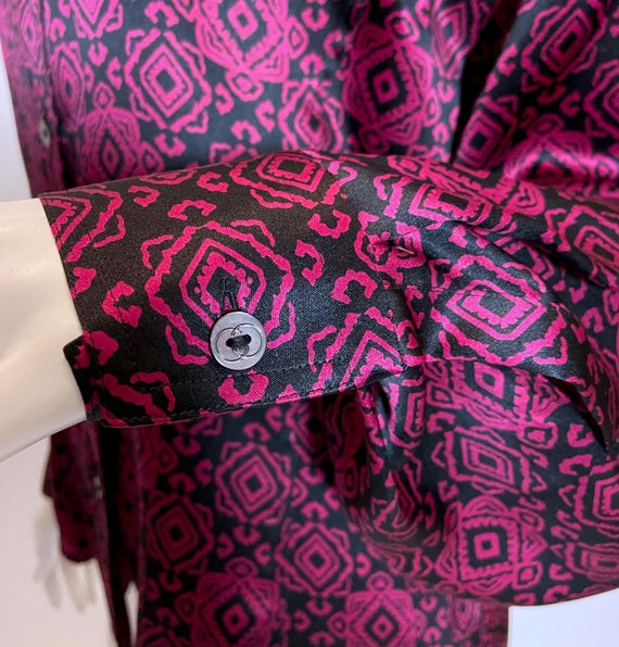 1970s to 80s Gucci Silk Printed Blouse - image 8