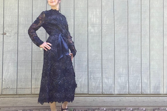 1970s Pauline Trigere 3-D Floral Lace Dress - image 1