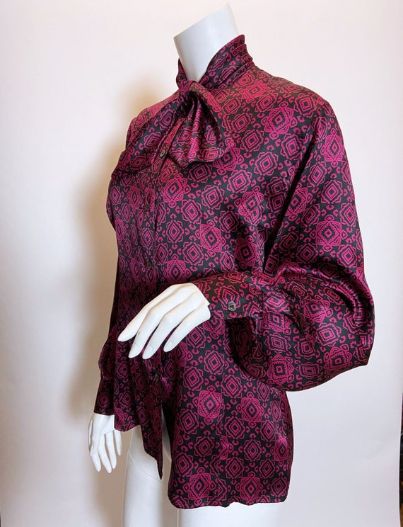 1970s to 80s Gucci Silk Printed Blouse - image 2