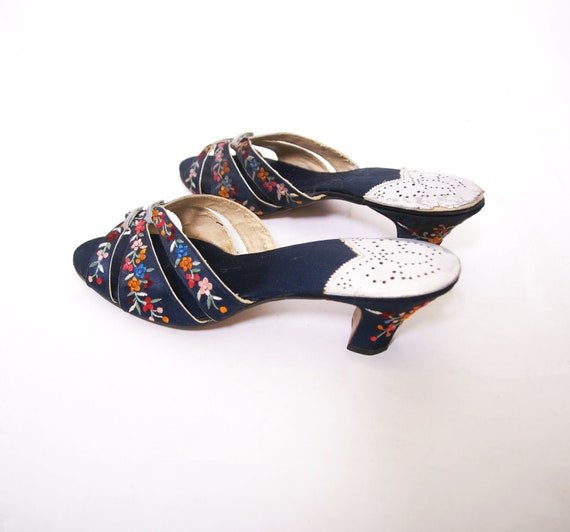 1930s Embroidered Silk Shoes - image 5