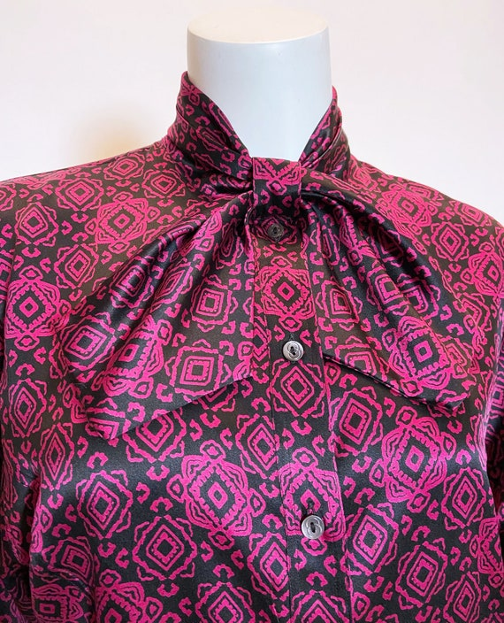 1970s to 80s Gucci Silk Printed Blouse - image 5