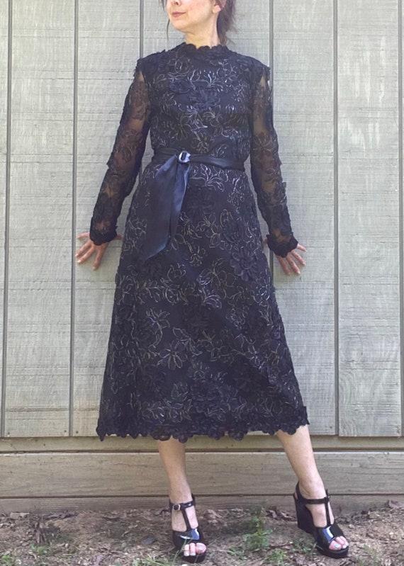 1970s Pauline Trigere 3-D Floral Lace Dress - image 3