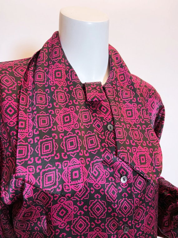 1970s to 80s Gucci Silk Printed Blouse - image 6