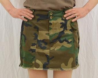 Vintage Camouflage Mini Skirt, Size Small, Zip Shut Pocket, Cargo Pocket, Utilitarian, Outdoor Clothing, Tumblr Clothing