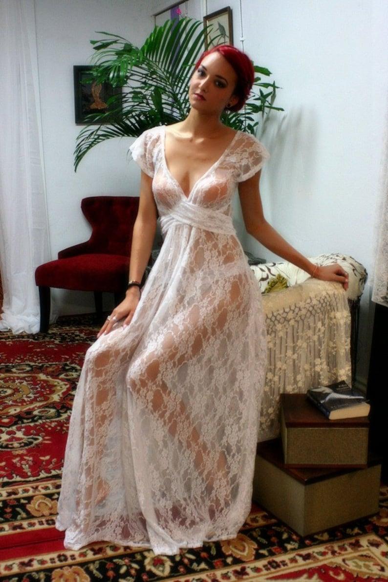 6dead893d52af7 Weiße Spitze Braut Nachthemd voller Schwung Capelet Ärmel Hochzeit Dessous  Nachtwäsche Braut Dessous Spitze Nachthemd Dessous