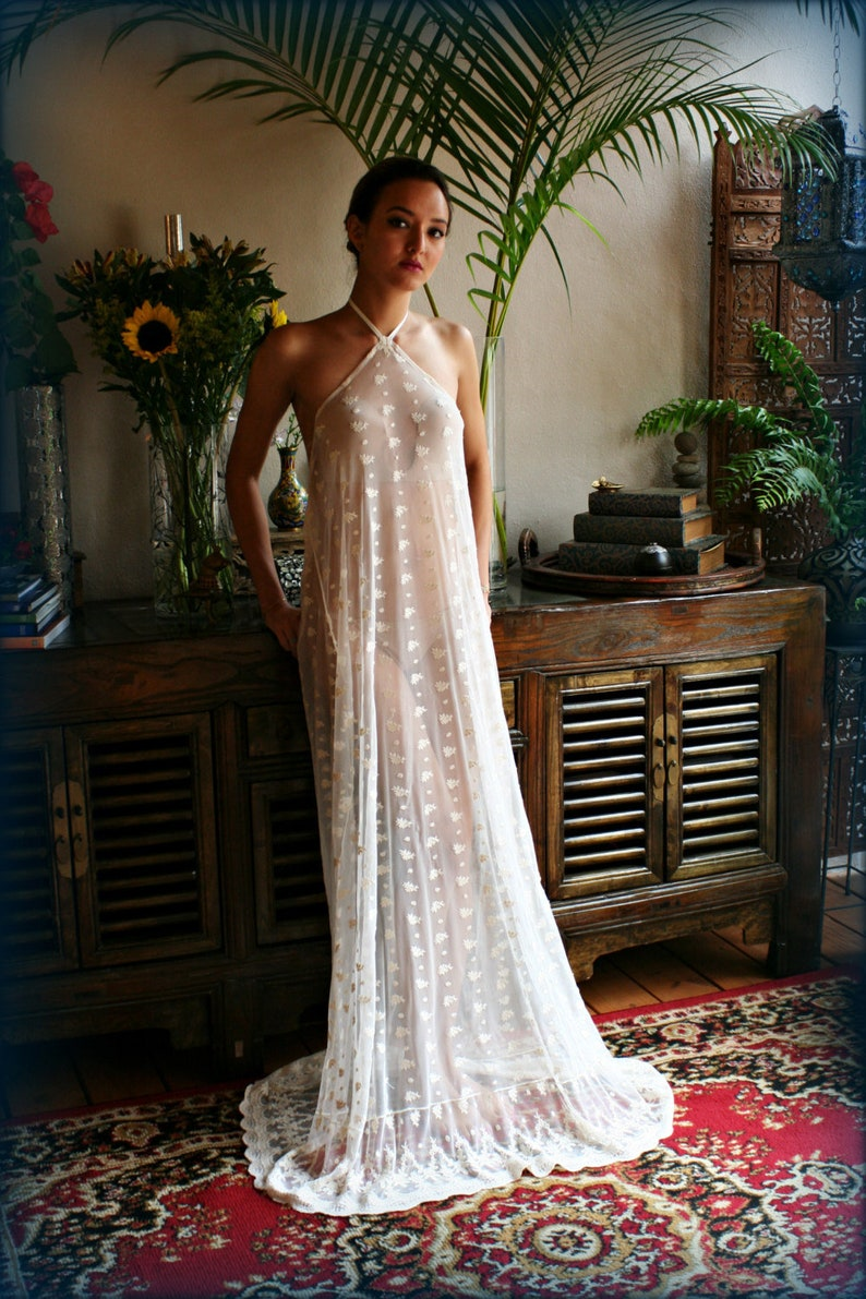 Bridal Nightgown Embroidered Lace Halter Backless Gown Wedding  c91116ccd