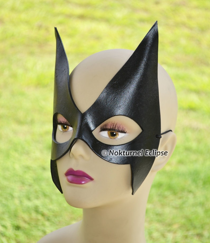 Batman And Catwoman Halloween Costumes.Black Huntress Superhero Leather Mask Cosplay Villain Mockingbird Batman Catwoman Geek Comic Halloween Costume Available Any Basic Color