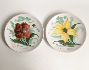 """A Pair of Mid Century Hand-Painted Peasant Village Floral Plates - Made in Italy - 09235 """"FREE USA SHIPPING"""""""