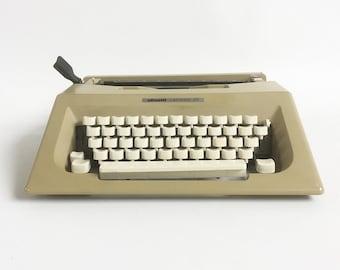 Sleek & Stylish 1970s-80s Olivetti Lettera 25 Portable Manual Typewriter with Carrying Case
