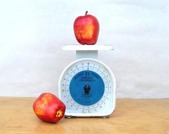 Mid Century Pelouze Kitchen Scale - White Retro 25lb Scale