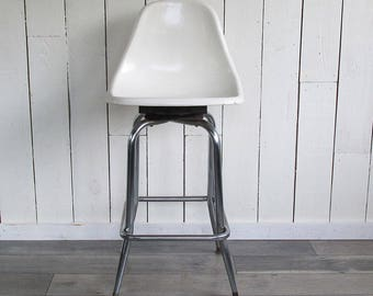 Herman Miller - Eames Style Tulip Bar Stool - White & Chrome Mid Century Modern Beauty with Rotating Seat