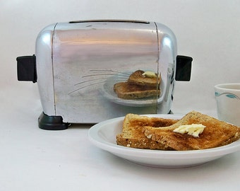 1940s Toastswell Starlite Toaster - Chrome & Bakelite with Nice Details